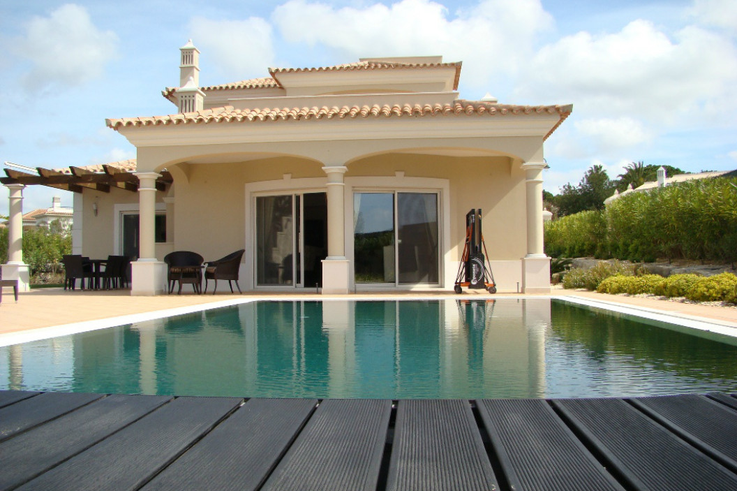 Traditional 4 Bedroom Villa with Large Private Swimming Pool