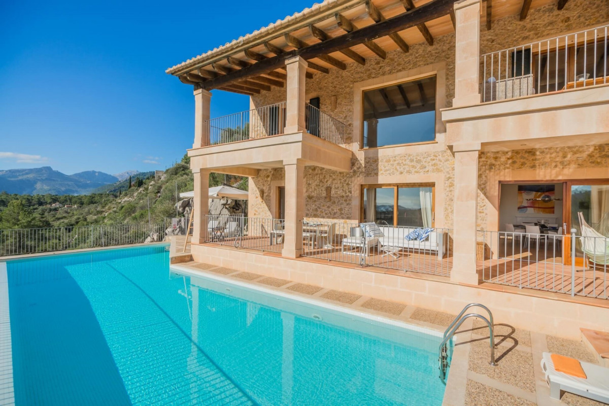 Modern / Traditional 4 Bedrom Villa with Private Pool & Sea Views