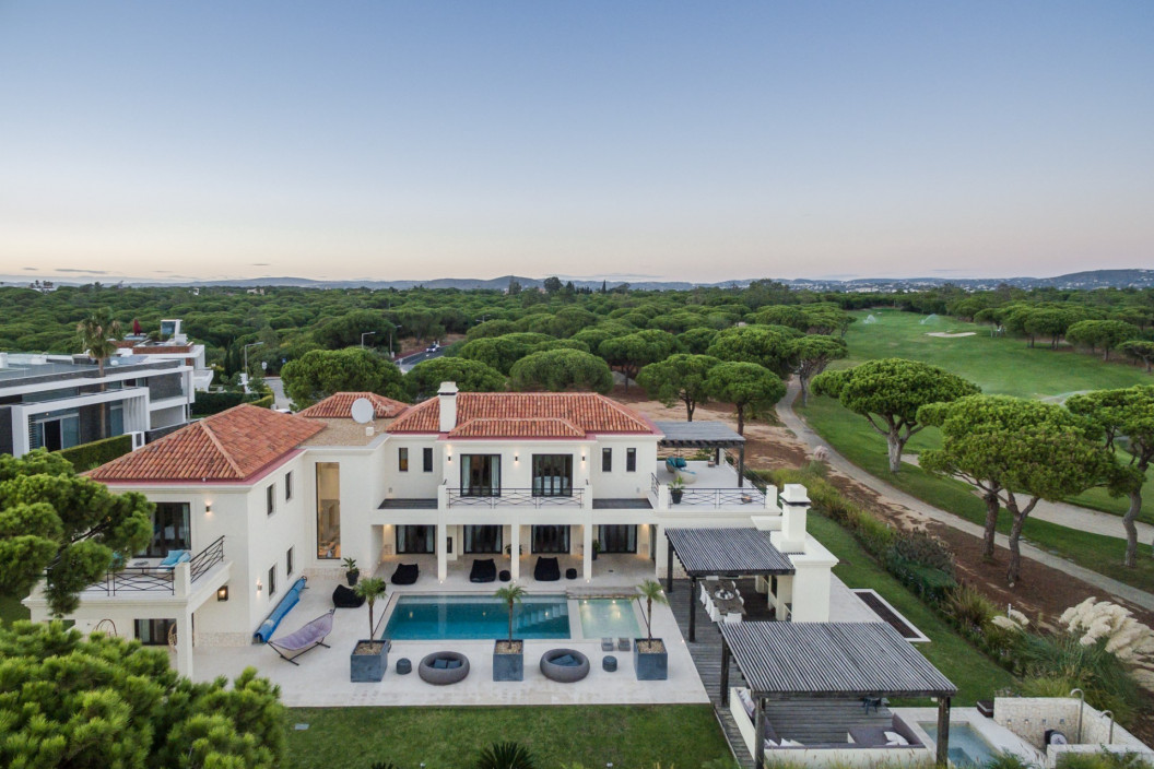 Modern 6 Bedroom Villa with Private Pool, Jacuzzi & Golf Views