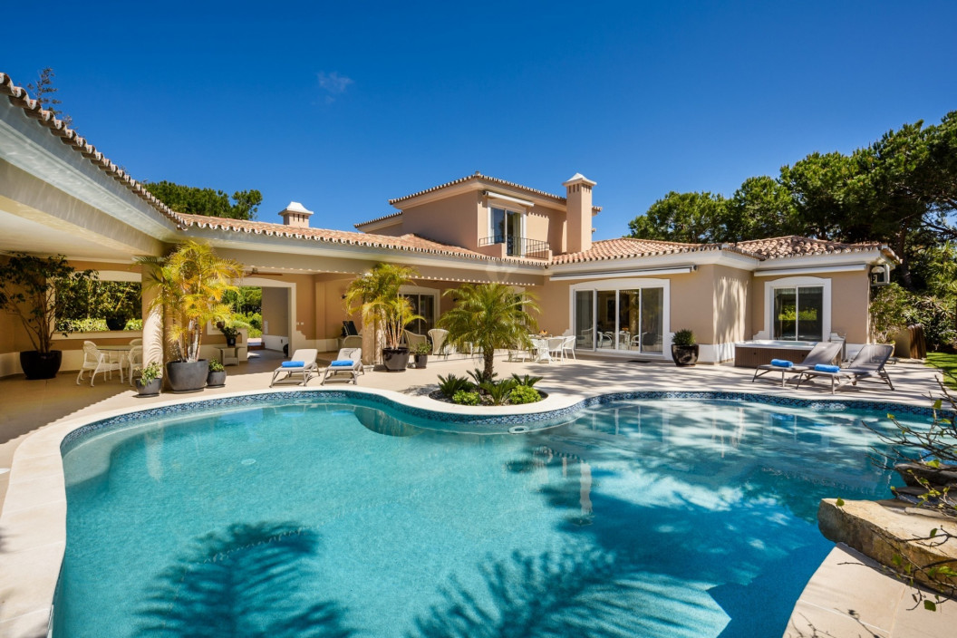 Traditional 3 or 4 Bedroom Villa with Private Pool