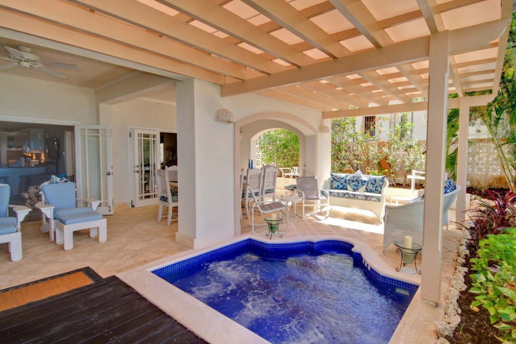 4 Bedroom Condo with Plunge Pool & Sea Views
