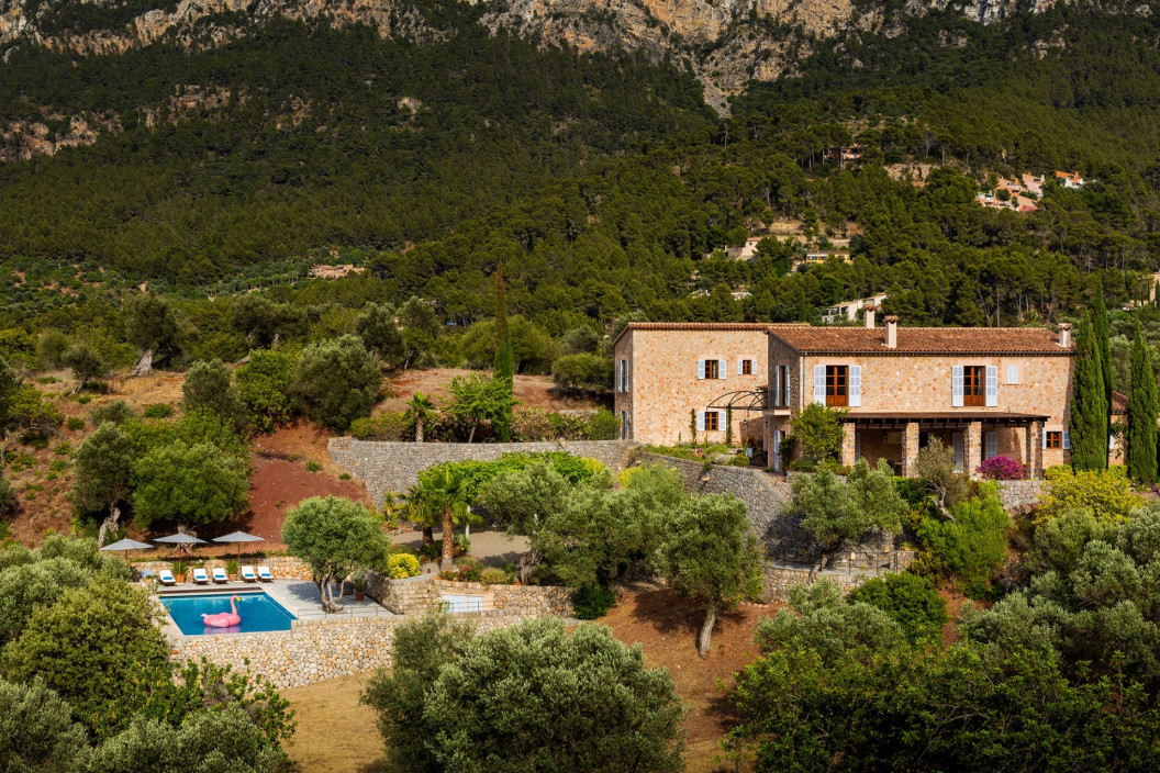 Beauitful 4 bedroom villa in Mallorca on the edge of Son Bunyola esate