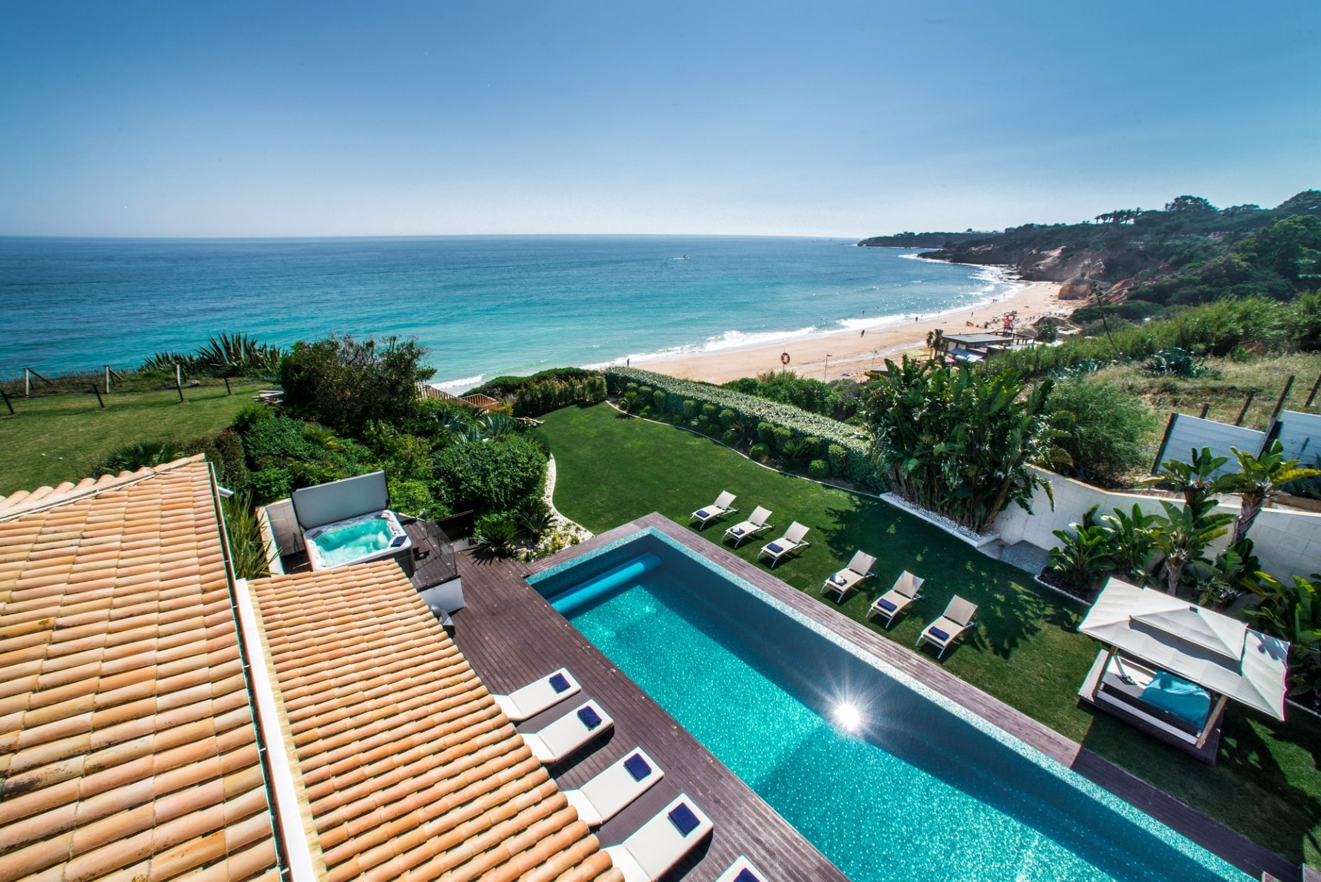 Luxury villa in portugal by the beach